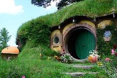 Imagen Hobbiton Movie Set and the Geysers of Te Puia, Rotorua