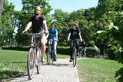 Imagen Private Bike Tour of Tiergarten and Berlin's Hidden Places