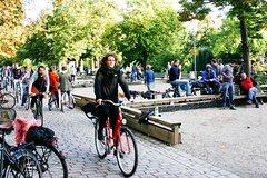 Imagen Alternative 3-Hour Berlin Bike Tour: Poor But Sexy