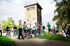 Imagen Private Berlin Wall and Third Reich History 3-Hour Bike Tour