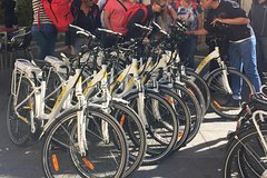 Madrid bike fun and sightseeing tour