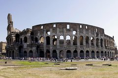 Special Combo: Colosseum Guided Tour plus Squares and Fountains Walking Tou