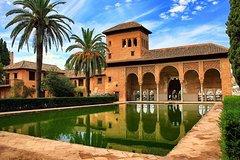 Imagen Granada Walking Tour with Alhambra Gardens from Malaga