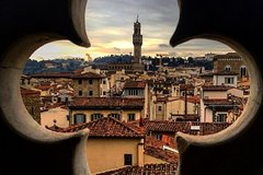 Florence walking tour with Chianti wine, Tuscan snack and Uffizi Gallery tour
