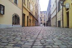 Recorrido a pie para grupos pequeños por la zona menos visible del casco antiguo de Praga