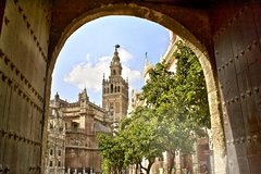 Imagen Medieval Seville Guided Tour and River Cruise