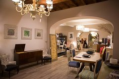 Florence Fashion and Food Experience in a Boutique Atelier Opened Just for You