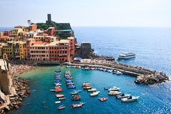Cinque Terre Discovery on your own: Round Trip Bus Transport from Florence with Tour Escort aboard