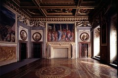 Small-Group Palazzo Vecchio Secret Passages Tour with Lunch