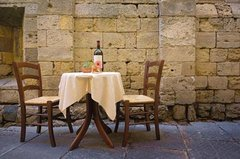 Relaxing dinner in a Tuscan countryside house for special occasions