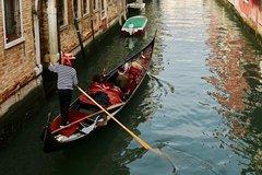 Hidden Venice Express Tour with Saint Marks Basilica, Rialto and Gondola