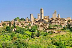 Private Full-Day Tour to San Gimignano and Volterra from Siena