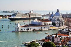 Venice Private Departure Transfer by Water Taxi: Central Venice to Cruise P