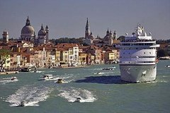 Venice Private Arrival Transfer by Water Taxi: Cruise Port to Central Venic