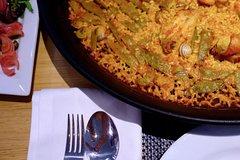Imagen Valencia Tourist Bus Ticket, Walking Tour, and Paella Dinner