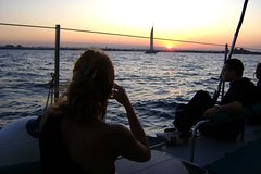 Imagen Malaga Sunset Cruise with Champagne and Restaurant Dinner