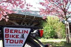 Imagen Half-Day Bike Tour of Berlin's Lesser Known And Historical Sites