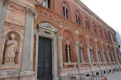Discovering Piazza Santo Stefano