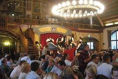 Múnich por la noche y cena en Hofbrauhaus