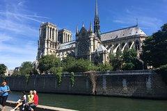 Imagen Small-Group Walking Tour of Historic Paris along the River Seine