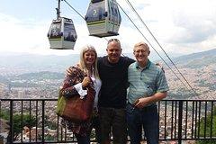 Imagen Medellin City Walking Tour plus Metro Cable Cars