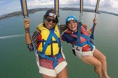 Imagen Parasailing Adventure over the Bay of Islands