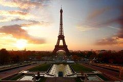 Torre Eiffel con entrada Evite las colas y crucero por el río Sena