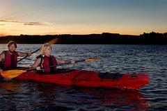 Imagen Lake Rotoiti Evening Kayak Tour including Hot Springs, Glowworm Caves and BBQ Dinner