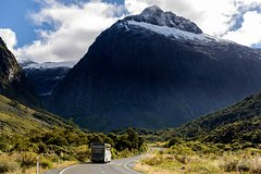 Imagen Milford Sound Full-Day Tour from Te Anau to Queenstown