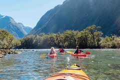 Imagen Milford Sound Scenic Flight with Cruise and Kayak Tour