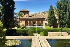 Imagen Skip-the-line: Alhambra & Nasrid Palaces guided tour