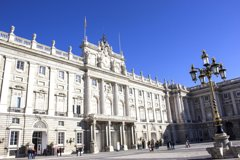 Imagen Skip-the-line Royal Palace and City Highlights Bus Tour with authentic Tapas