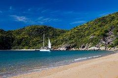Imagen Full-Day Adventure Sailing Experience: Circumnavigate Magnetic Island