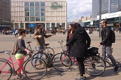 Imagen Berlin Wall and Cold War Private Bike Tour