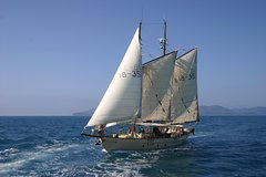 Imagen Tallship Sailing and Snorkeling Adventure from the Whitsundays