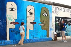 Imagen 2-Hour Guided Berlin Wall Private Walking Tour