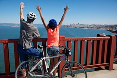 Viator Exclusive: Golden Gate Bridge Guided Bicycle Tour with Lunch at Local Hotspot