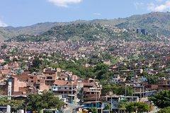 Imagen Medellín by Metro: Botero Plaza, Botanical Gardens and Santo Domingo Savio Library