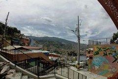 Imagen Slum Tour: Urban Escalator of Comuna 13 in