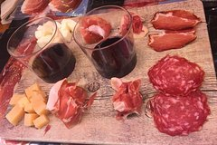 Imagen Valencia: Food Walking Tour Including Mercado de Colon Visit and Wine Tasting