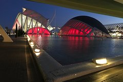 Imagen Valencia City of Arts and Sciences and Seaport Segway Night Tour