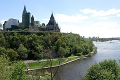 Ottawa Like a Local: Customized Private Tour Private Car Transfers
