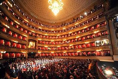Imagen Skip the Line: Duomo Cathedral and La Scala Theatre