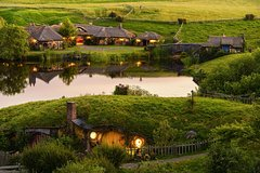 Imagen Hobbiton & Waitomo Caves Exclusive Luxury Day Tour From Auckland