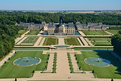 Imagen Vaux-le-Vicomte Castle Day Trip with Chateaubus Shuttle