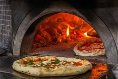 PIZZA LAB: learn from a real Pizza Maker and invent your own Pizza!