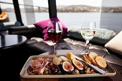 Imagen Hobart Posh-As Day Out Including Moorilla Estate, MONA, and 2-Course Lunch