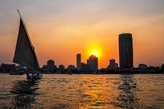 Layover Tour To Pyramids of Giza with Nile Felucca From Cairo Airport Private Car Transfers