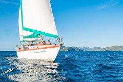 Imagen 2-Day Whitsundays Sailing Adventure: Waltzing Matilda