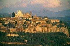 PRIVATE TRANSFER FROM ROME TO FLORENCE WITH ORVIETO & LUNCH IN THE COUNTRYSIDE